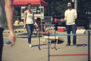 couple playing ladder ball
